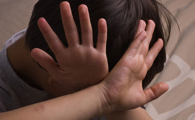 Một nhà báo ở Hà Nội kể chuyện bị lạm dụng suốt 3 năm thơ ấu