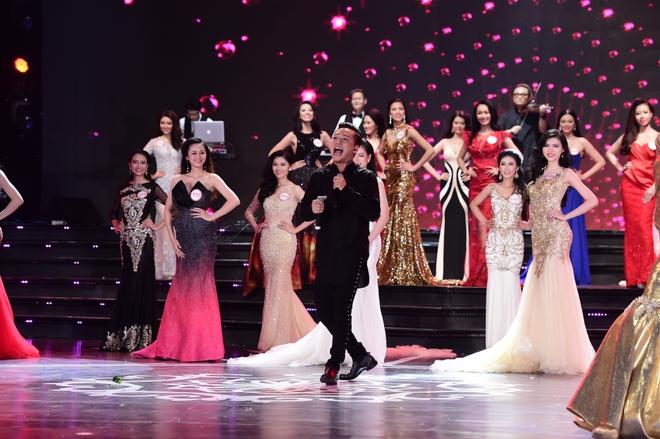 Hành động gây xôn xao của Tuấn Hưng khi hát tại Hoa hậu Việt Nam - Ảnh 4.