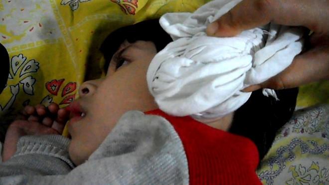 Muối + 1 chiếc tất: Trị hiệu quả viêm tai, nhiễm trùng tai cho trẻ - Ảnh 5.