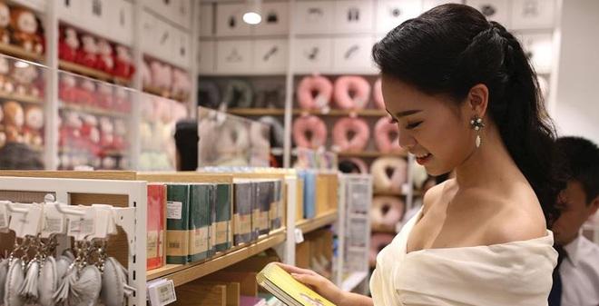 Hàng giá 2 USD đại náo sàn bán lẻ Việt
