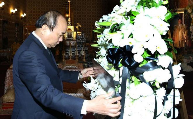 Thủ tướng Nguyễn Xuân Phúc viếng Nhà vua Thái Lan Bhumibol Adulyadej