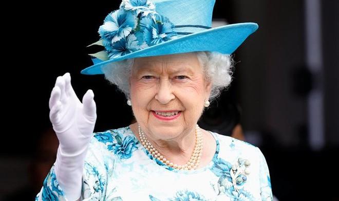 Nữ hoàng Anh - Người duy nhất không cần hộ chiếu - Ảnh 2.