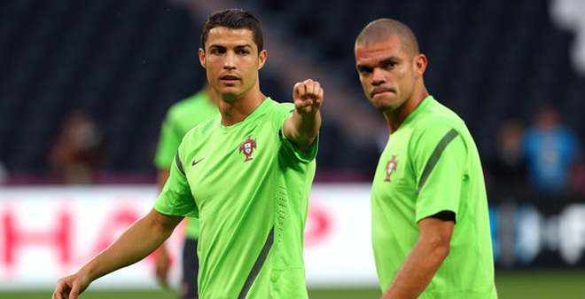 """Gã """"xấu trai, xấu tính"""" nâng bước Ronaldo đến chức vô địch Euro"""