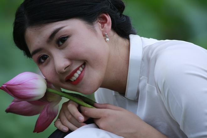 200 nhiếp ảnh và mẫu thi nhau trổ tài trong đầm sen  - Ảnh 7.