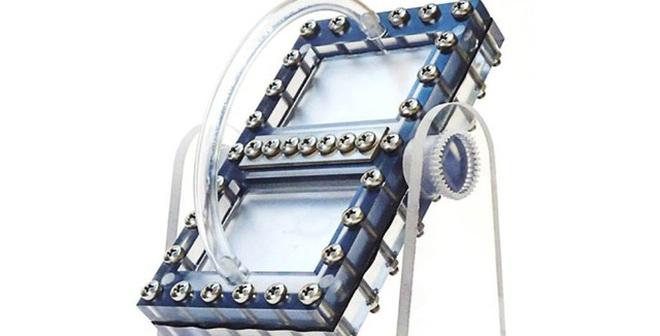 Phát minh ra loại pin dòng chất lỏng hoạt động dựa trên trọng lực