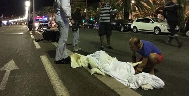 Pháp tổng động viên lực lượng an ninh dự bị sau vụ tấn công đẫm máu