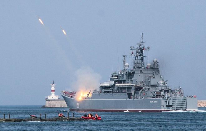 ẢNH+VIDEO: Hoành tráng lễ kỷ niệm Ngày Hải quân Nga - Ảnh 9.