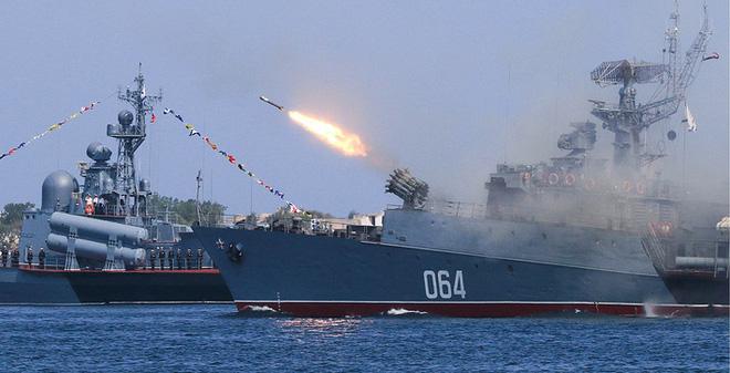 ẢNH+VIDEO: Hoành tráng lễ kỷ niệm Ngày Hải quân Nga