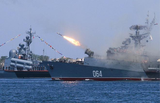 ẢNH+VIDEO: Hoành tráng lễ kỷ niệm Ngày Hải quân Nga - Ảnh 14.