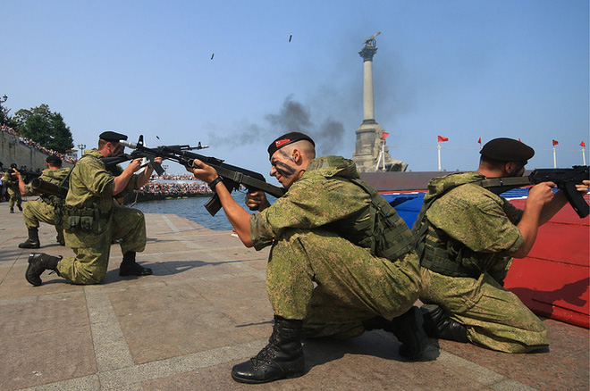 ẢNH+VIDEO: Hoành tráng lễ kỷ niệm Ngày Hải quân Nga - Ảnh 15.