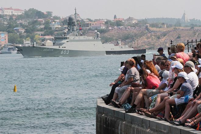 ẢNH+VIDEO: Hoành tráng lễ kỷ niệm Ngày Hải quân Nga - Ảnh 16.