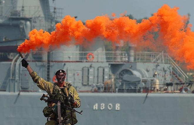 ẢNH+VIDEO: Hoành tráng lễ kỷ niệm Ngày Hải quân Nga - Ảnh 10.