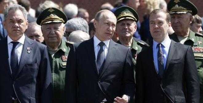Hàng trăm nghìn người yêu cầu Thủ tướng Nga từ chức