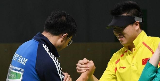 """Bố Hoàng Xuân Vinh tiết lộ """"bí kíp"""" giúp con trai giành HCV Olympic"""