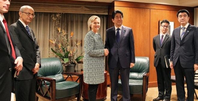 Thủ tướng Abe và bà Clinton cam kết thúc đẩy liên minh Mỹ-Nhật
