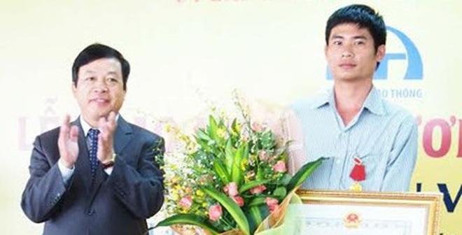Trao Huân chương Dũng cảm cho 'người hùng trên đèo Bảo Lộc'