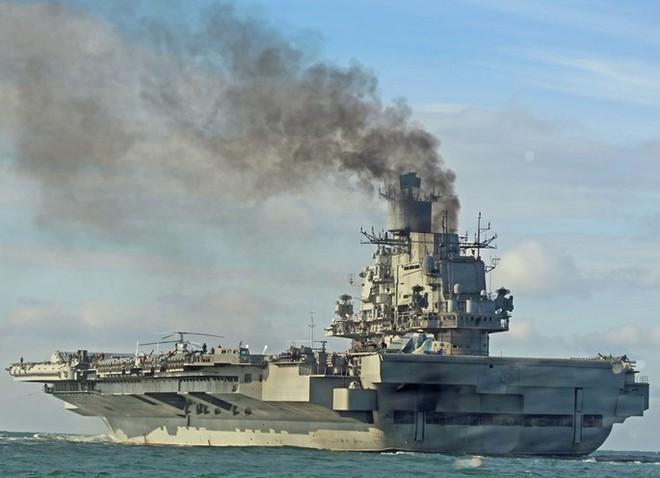 Tàu sân bay Nga nhả khói đen mù mịt, phương Tây giễu cợt - Ảnh 3.