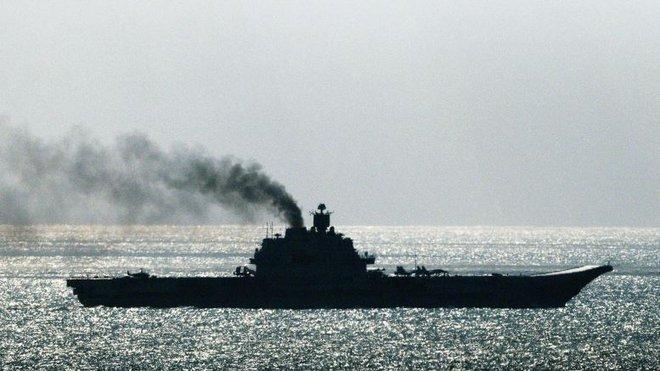 Tàu sân bay Nga nhả khói đen mù mịt, phương Tây giễu cợt - Ảnh 5.