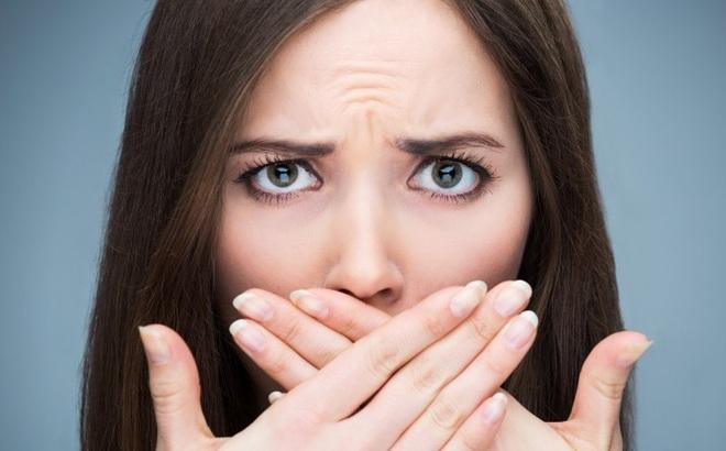 Mẹo loại bỏ mùi hôi miệng khó chịu chỉ trong 2 phút