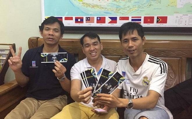 """Nhiều CĐV Việt Nam phải """"nhờ"""" người Myanmar mua vé hộ"""