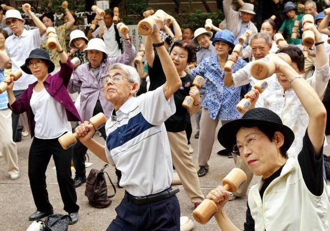 Tiết lộ bí mật sống thọ của người Nhật: Người cao tuổi nên ăn đủ thực phẩm này - Ảnh 3.