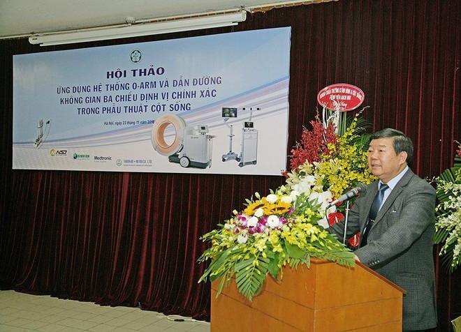 Bệnh viện Bạch Mai áp dụng công nghệ chẩn đoán, điều trị cột sống hiện đại nhất thế giới - Ảnh 1.
