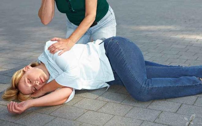 """Cảnh báo: Ngã gục xuống đất không đứng dậy được vì """"bóp mồm bóp miệng"""""""