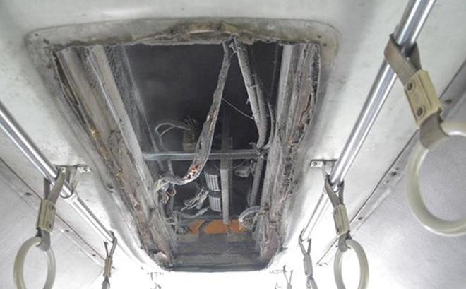 Xe buýt bất ngờ cháy ngùn ngụt, hàng chục hành khách hốt hoảng tháo chạy ở TP.HCM