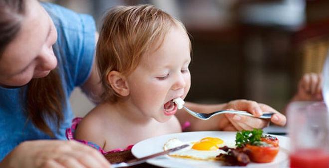Cho trẻ ăn bao nhiêu trứng mỗi ngày là đủ?