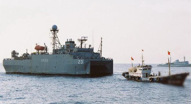 Chiêu kiếm tiền không ngờ của ngư dân TQ ở biển Đông: Săn tàu quân sự Mỹ để cắt sonar - Ảnh 2.