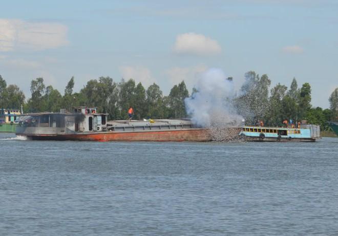 500 cán bộ chiến sĩ diễn tập cứu nạn, cứu hộ đường thủy - Ảnh 3.
