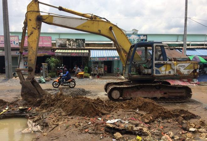 Bể ống cấp nước, nhiều nhà dân bị ngập - Ảnh 3.