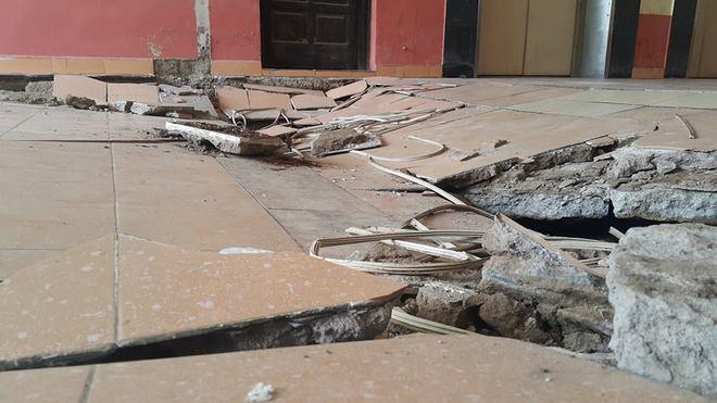 Dân chung cư hốt hoảng vì sàn nhà bất ngờ sập trong đêm - Ảnh 4.