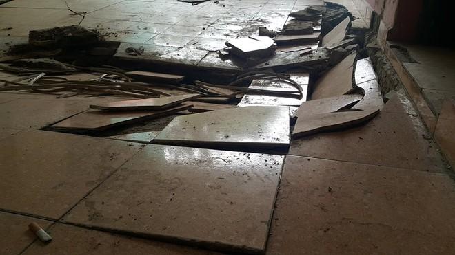 Dân chung cư hốt hoảng vì sàn nhà bất ngờ sập trong đêm - Ảnh 8.