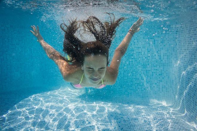 Đọc vị bể bơi nhiễm độc và cách tắm an toàn chốn công cộng - Ảnh 3.