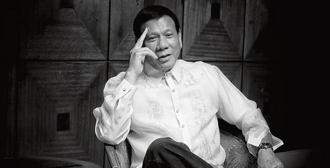 """Mỹ và Trung Quốc đang bị ông Duterte chơi """"mèo vờn chuột"""""""
