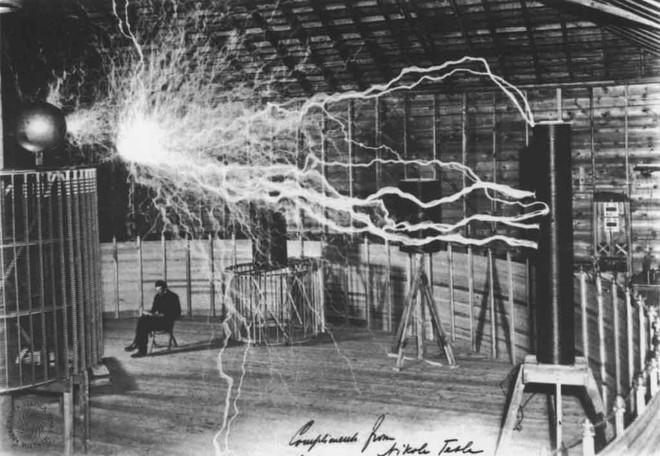 Bộ ảnh độc nhất vô nhị đến giờ mới tiết lộ của về nhà khoa học điên Tesla - Ảnh 2.