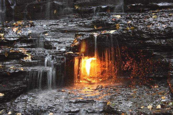 Bí ẩn ngọn lửa không bao giờ tắt đánh đố giới khoa học suốt trăm năm - Ảnh 4.