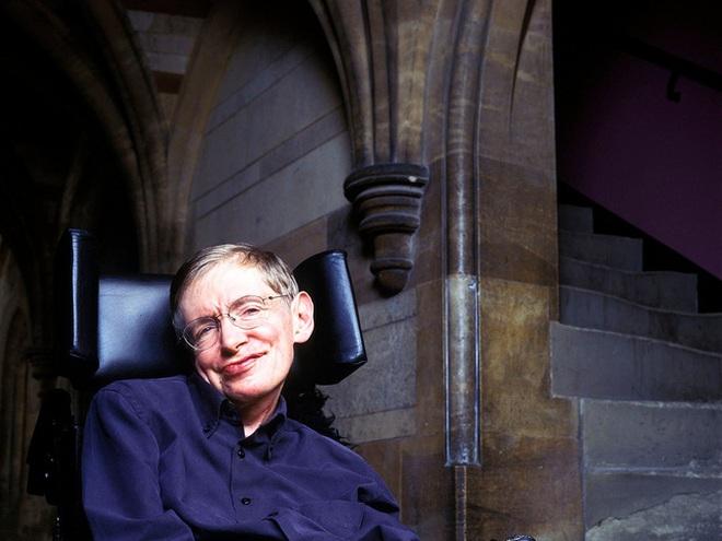 Stephen Hawking: Đây là 4 cách có thể khiến con người tuyệt chủng