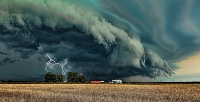 [INFOGRAPHIC] Lúc giao mùa và hiểm họa từ trên trời rơi xuống!