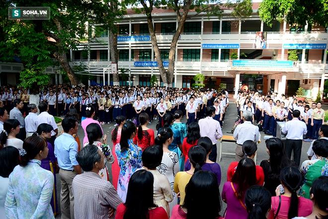 Gần 70.000 học sinh bước vào kỳ thi tuyển lớp 10 ở TP HCM - Ảnh 1.