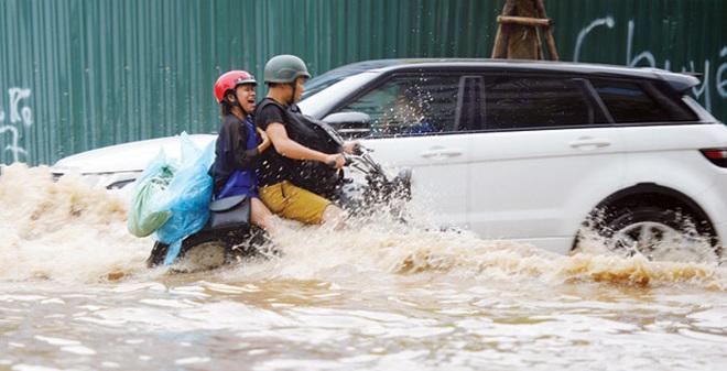 Ô tô ngập nước, cư dân khu đô thị mới thiệt hại tiền tỷ