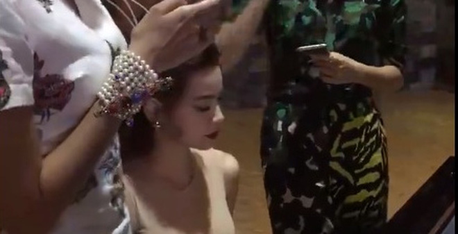 Hà Hồ đệm đàn cho 2 Hoa hậu được chú ý nhất 2015