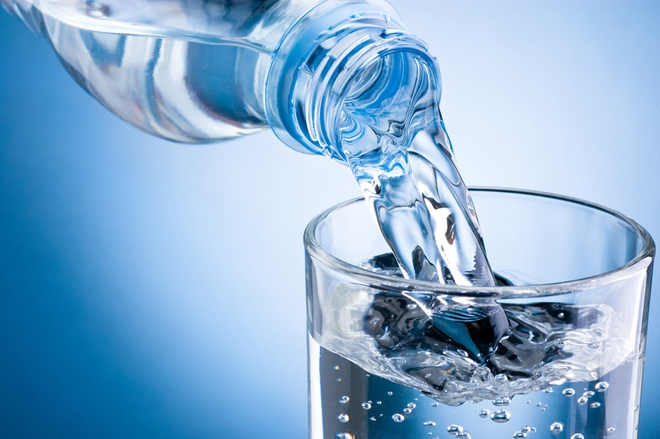 Uống nước cũng không đơn giản: Sai lầm truyền kiếp về uống 2 lít, tức 8 cốc/ngày - Ảnh 2.