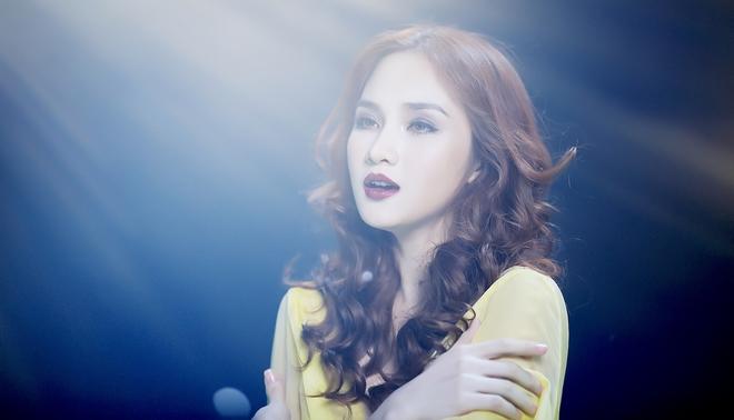 Dương Khắc Linh lần đầu khoe giọng hát bên mỹ nhân gợi cảm - Ảnh 2.