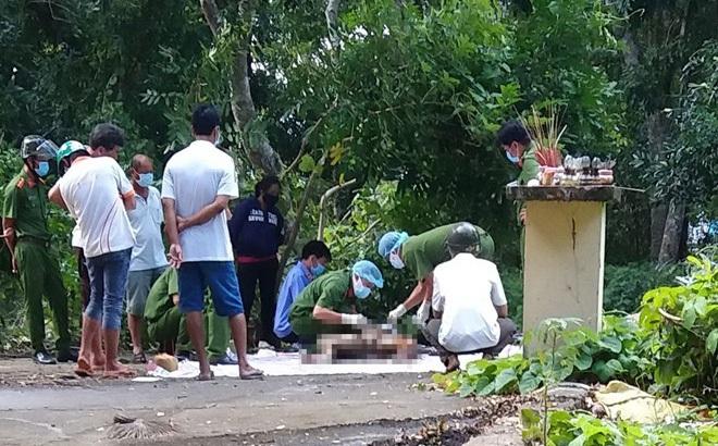 Thi thể người đàn ông nằm ngửa trên đài phun nước ở công viên