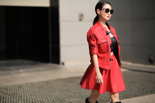 Hoa hậu quý bà Sương Đặng tự tin diện váy ngắn gợi cảm dù đã U50 - Ảnh 7.