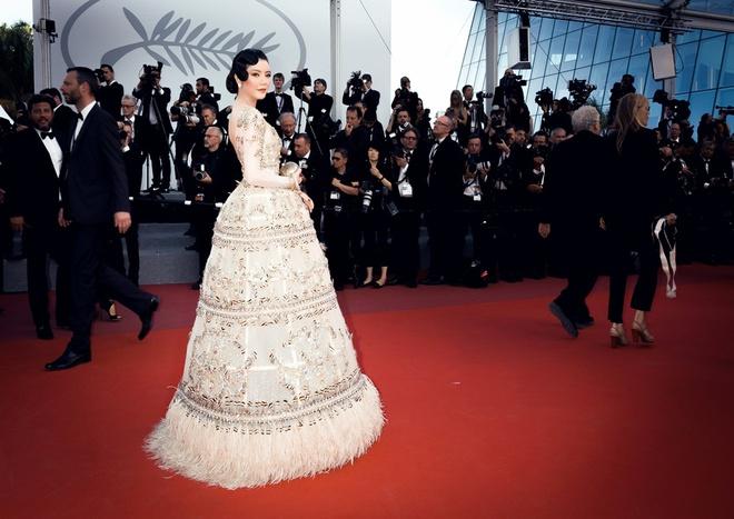 Lý Nhã Kỳ mặc váy tinh xảo, thu hút sự chú ý trên thảm đỏ Cannes - Ảnh 7.