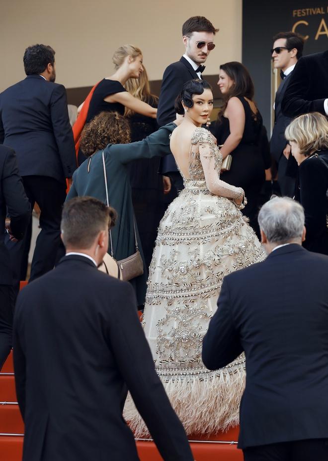 Lý Nhã Kỳ mặc váy tinh xảo, thu hút sự chú ý trên thảm đỏ Cannes - Ảnh 9.