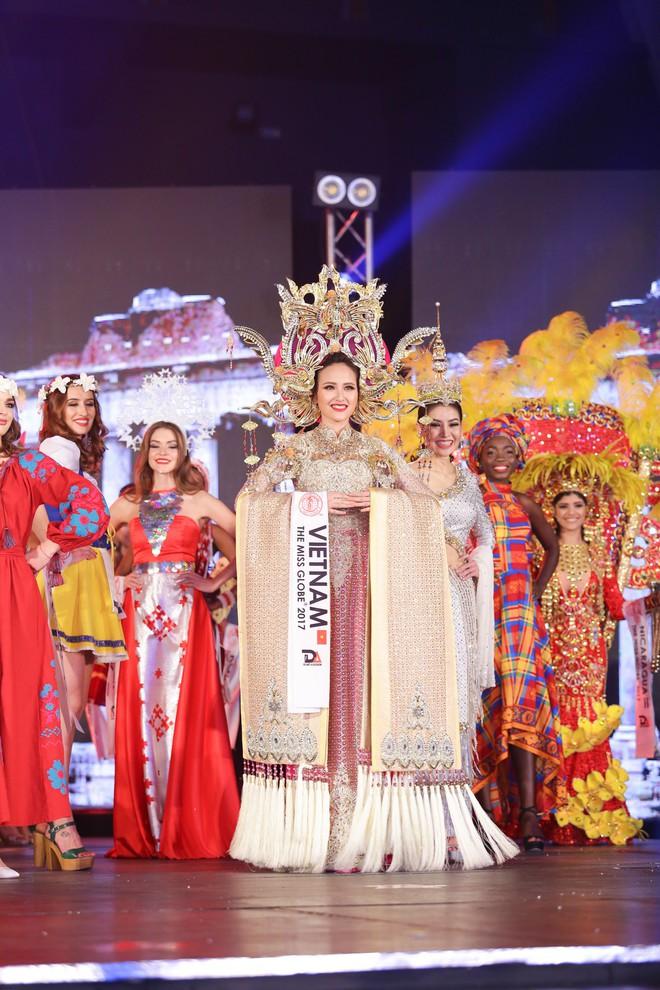 Tân Hoa hậu Hoàn cầu 2017 Khánh Ngân: Tôi lâng lâng hạnh phúc và không thể tin nổi mình làm được - Ảnh 2.